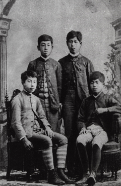(Bottom) Toson Shimazaki and his school frends at Meiji Gakuin University. Toson is at the left front (1889). A collection maintained by the Meiji Gakuin Archives of History
