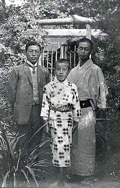 (bottom)Jiro Osaragi in his childhood  A collection maintained by Jiro Osaragi Memorial Museum