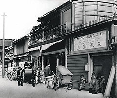 (bottom) Akasaka western sweet shop Provided by Morinaga & Co.,